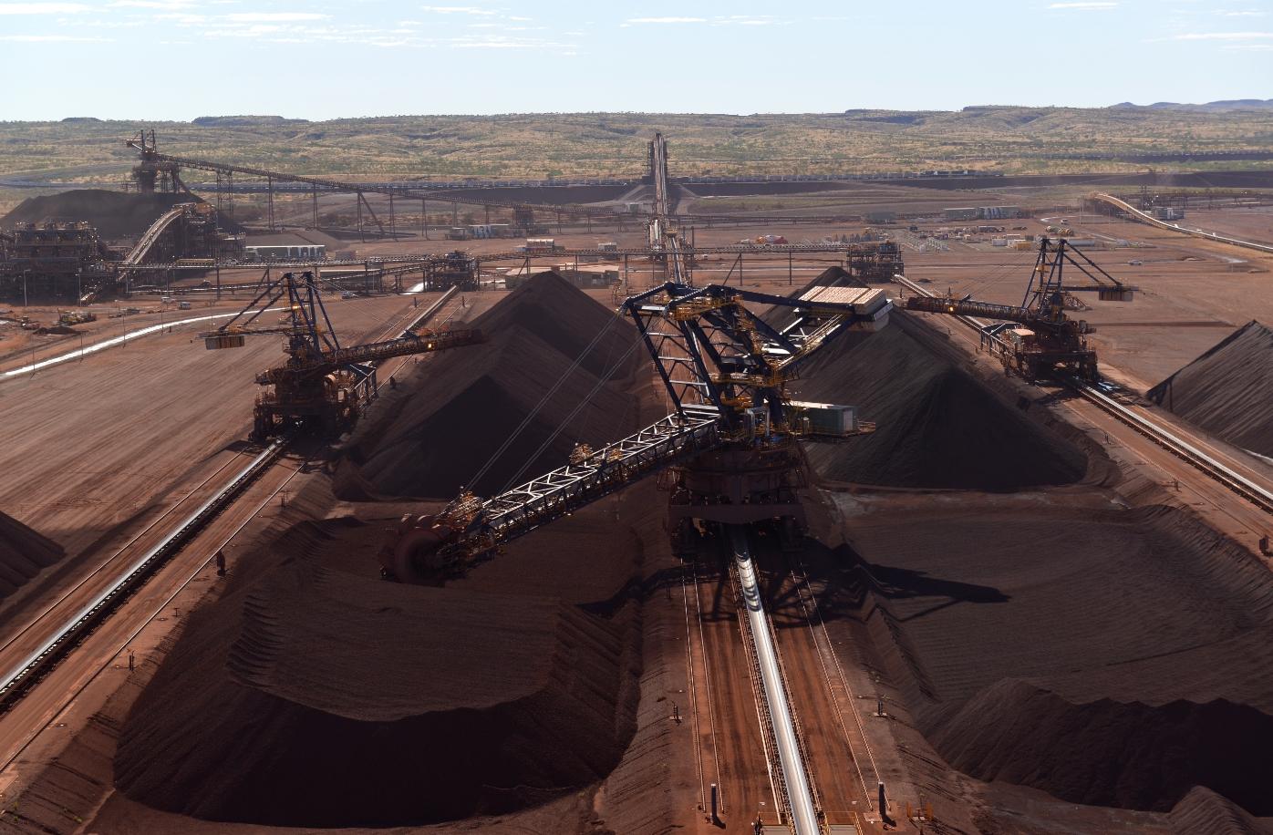 로이힐 광산 철광석 야드의 채굴 현장 전경. 로이힐 광산은 연산 5,500만톤을 생산할 수 있는 체제를 완성했다.