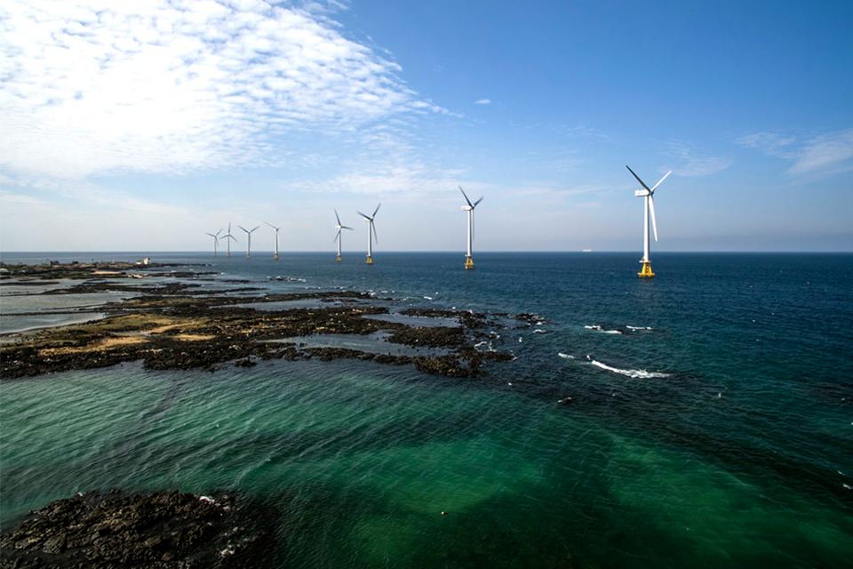 우리나라 최초 상용 해상풍력 단지인 탐라해상풍력단지 전경